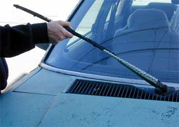 how to avoid windshield wiper stealing